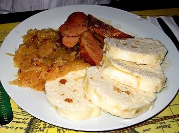 Dumplings, sauerkraut and sausage - pečené vepřové s knedlíky a se zelím