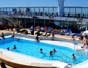 Poolside on the Norwegian Sun