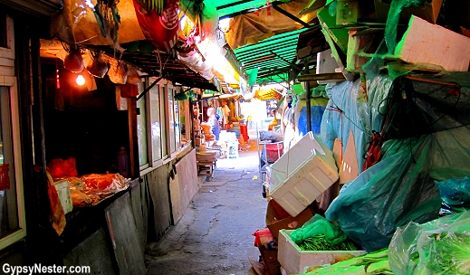 A hidden street market in Dalian, China