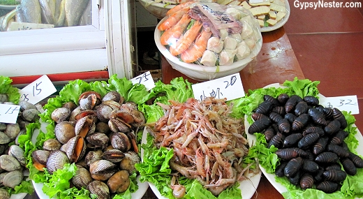The food is alive in restaurants in Dalian China!