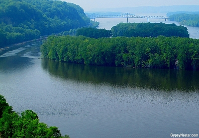 Overlooking the Mississippi River at Mississippi Palisades Park in Illinois