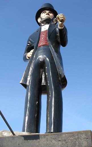 Ginonormous Abe Lincoln in Kankakee Illinois