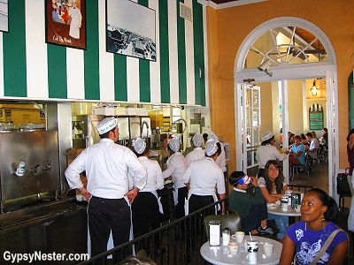 Cafe du Monde in the French Quarter of New Orleans, Louisiana
