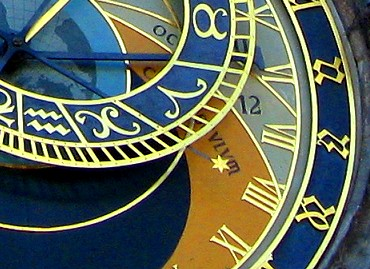 The little gold star attached to the zodiac wheel of the clock marks the Sidereal time.