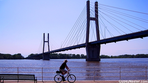 Biking along the Mississippi River in Quincy