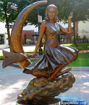 Statue of Samantha from Bewitched in Salem, Massachusetts
