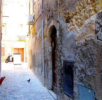 To the coutyard of Trattoria da Peppina