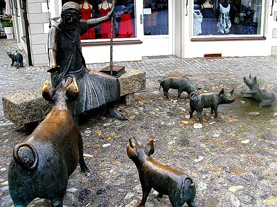 St. Anthony's Fountain. Pigs!