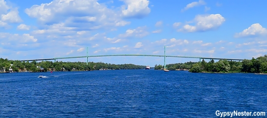 The bridge that connects the US and Canada in the 1000 Islands