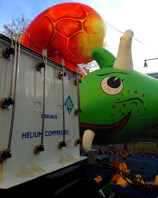 macys thanksgiving helium truck