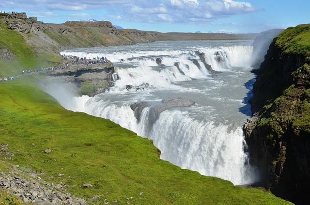 waterfall-1989476_640