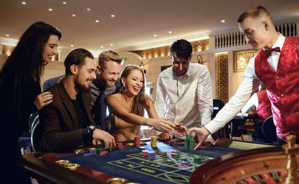 Players at the roulette table